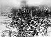 National Archives of Canada, C-009766Maelstrom of steel - the Quebec Bridge collapses into the St. Lawrence River, 1907.