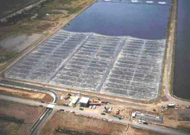 The floating membrane partially covers the lagoons, and is secured at the open end with a cabling system. It can store up to eight hours' accumulation of biogas.