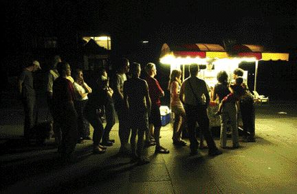 Michael Stuparyk/Toronto StarPeople line up at a hotdog stall in a darkened Toronto on August 14. The Ontario premier quickly announced a state of emergency.
