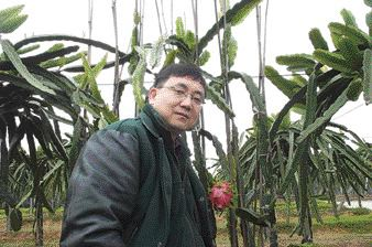 Dejiang Long, P.Eng. during a recent trip back to his home town.