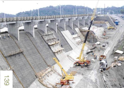 Repairing the dam's concrete facings, which are 55 metres high. New concrete placing methods were used and a new expansion joint was developed.