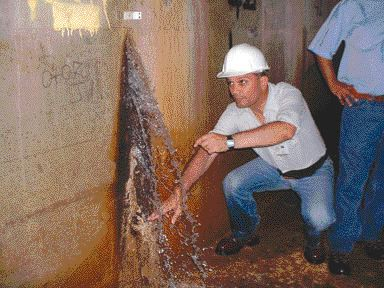 infiltration found at a vertical construction joint at Las Penas Dam, Costa Rica.