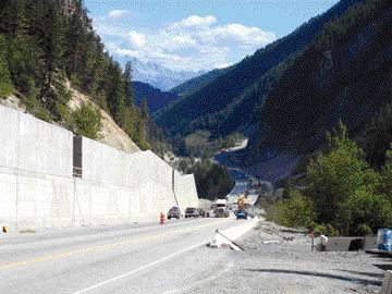 The rock catch wall is 11 metres high, with a special energy absorption system at the upper wall. It can withstand the impact of missiles weighing up to 5,000 kilograms.