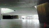 Column-free main lobby.