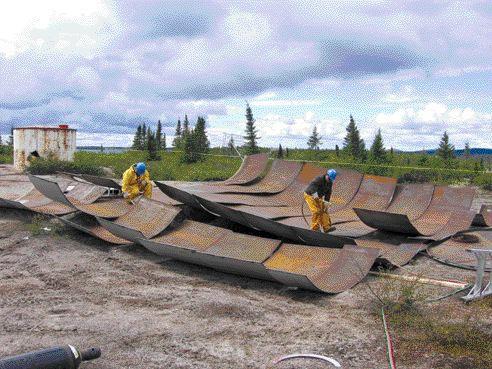 Dismantling oil tanks.