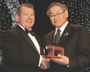 Dave Chalcroft, P. Eng. (left) and the Lieutenant Governor of Alberta, Norman L. Kwong.