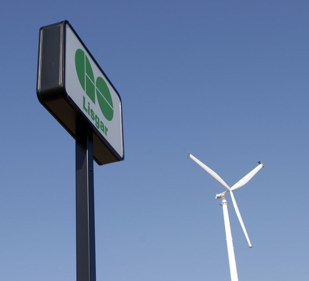 Wind turbine at Lisgar Go Transit station, Mississauga