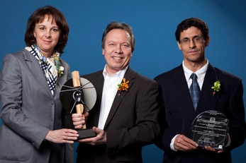 Jury chair Mme. Isabelle Courville of Hydro-Quebec hands an AICQ award to M. Michel Claisse of RSW and M. Hafid Bouzaiene of RSW, for the Boussiaba dam project in Algeria.