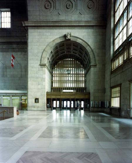 Main entrance to Union Station. Photograph of City of Toronto/Toronto Archives.