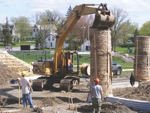 Erecting straw bale columns for the Madoc Performing Arts Centre.