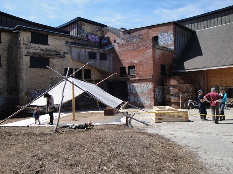 Courtyard at the Evergreen Brick Works, Toronto. (c) CCE/BParsons