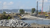 Work starts on the temporary causeway between the Island of Montreal and Ile des Soeurs. Image: JCCBI.