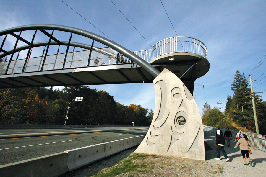 Above: the bridge on opening day. Squamish art cast into the thrust walls is just one of several cultural symbols that are incorporated seamlessly into the structure.