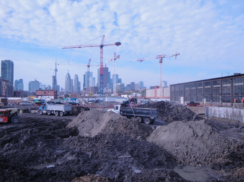 Pan/Parapan Games Athletes' Village and Canary District site under construction in summer 2012. Photo: BP/CCE.
