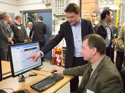 Demonstration of the IESO/Enbala networking system at Sunnybrook Health Science Centre's operations control room.