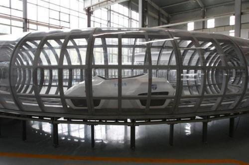 Testing China's first manned megathermal superconducting maglev loop line at Southwest Jiaotong University.  Photo:  caijing.com.cn