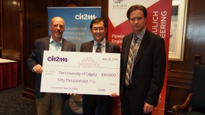 Alan Cary, Regional Managing Director of CH2M Canada (left) presents a cheque to Dr. Frank Cheng (centre) and  Bill Rosehart, Dean of the Schulich School of Engineering, University of Calgary.