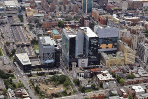 Phase I CHUM hospital complex under construction in downtown Montreal. (The completed CHUM Research Centre on the left was by another consortium).  Photo: Helico/Construction Sante Montreal.