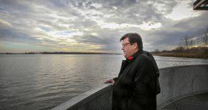 Montreal Mayor Denis Coderre looks at the St. Lawrence River off the shore of Verdun in Montreal Wednesday November 11, 2015, e. (John Mahoney / MONTREAL GAZETTE)